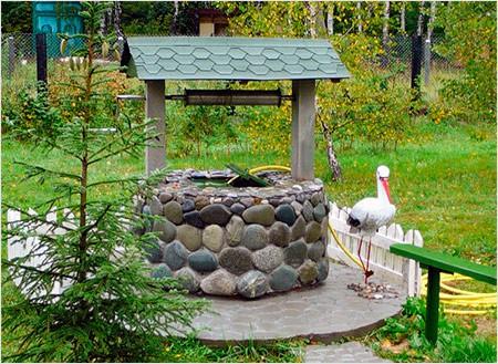 Домик для колодца из натурального камня