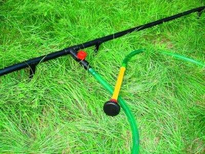 На водопроводе монтируются отводы для подключения шлангов для полива, набора воды в бассейн, баню и т.д.