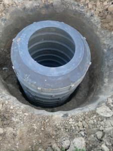 Собранная конструкция колодца из полимерных колец