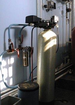Фото промышленной установки для обезжелезивания воды