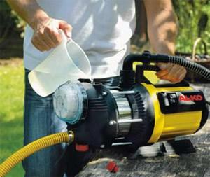 Не забывайте контролировать наличие воды в насосе