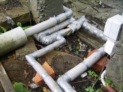 Опасный участок водопровода со скважины