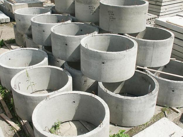 Простые элементы бетонных колец для колодцев