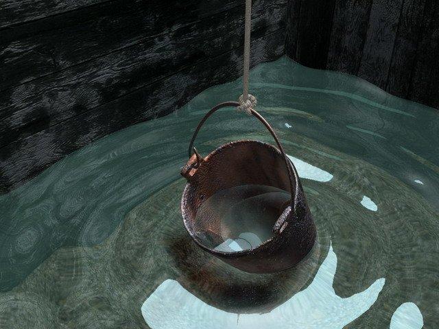 Убрать воду из колодца можно и так