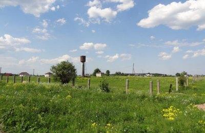 Как правило, эта территория огораживается или обозначается охранными знаками