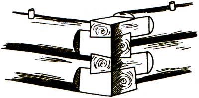 Деревянный сруб, собранный в «лапу»