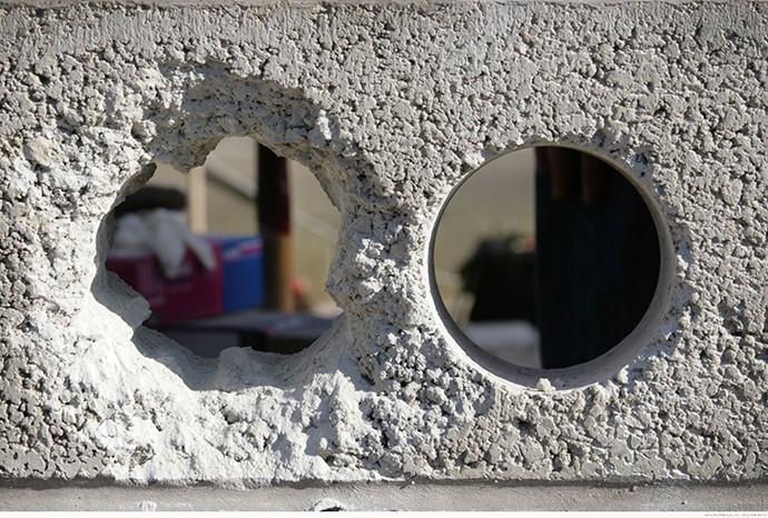 Чем сделать отверстие под трубу в бетонном кольце