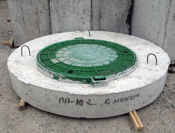 Крышка бетонная на колодец, с вмонтированным люком