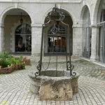 Старинный колодец на Rue des Jacobins
