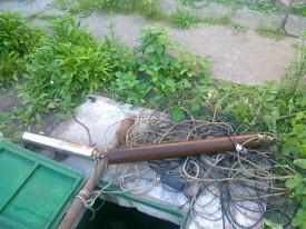 Использование лома, привязанного к веревке