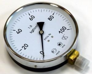 Манометр для измерения давления воды
