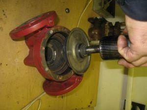 Демонтаж двигателя насоса
