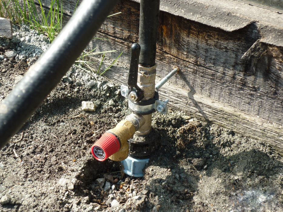 Подача воды на уличный трубопровод