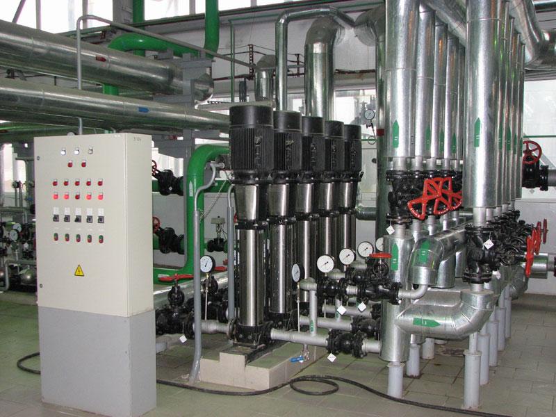 Установка насосов в производственном цеху