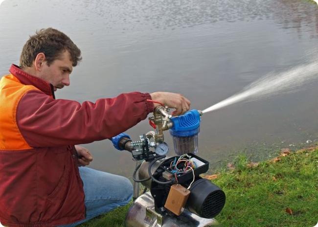 Поверхностный насос для полива можно установить своими руками на берегу водоема
