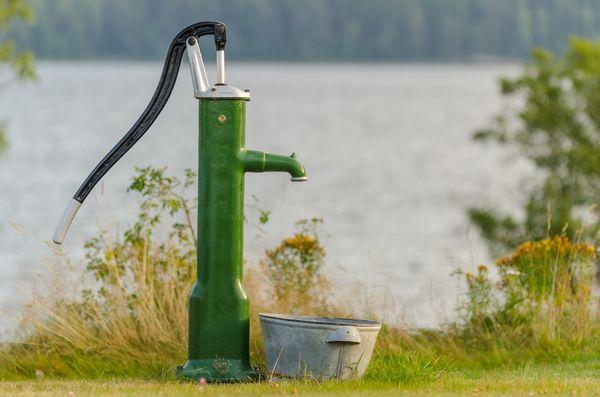 Насос ручной для скважин – самый простой способ добыть воду, если нет электричества