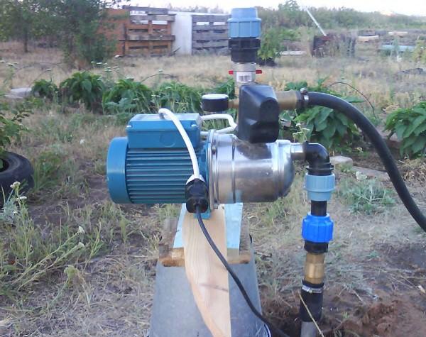 Поверхностные насосы без эжектора способны поднимать воду с глубины не более 9 м