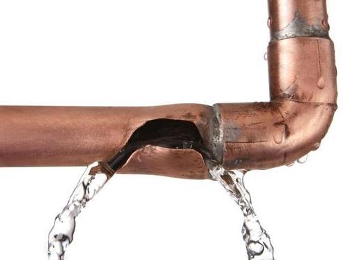 Самая частая причина разрыва труб – замерзание воды в них