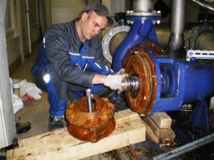 В процессе эксплуатации скважинного насоса в частном доме может возникнуть такая ситуация, при которой гидроаккумулятор часто щелкает.