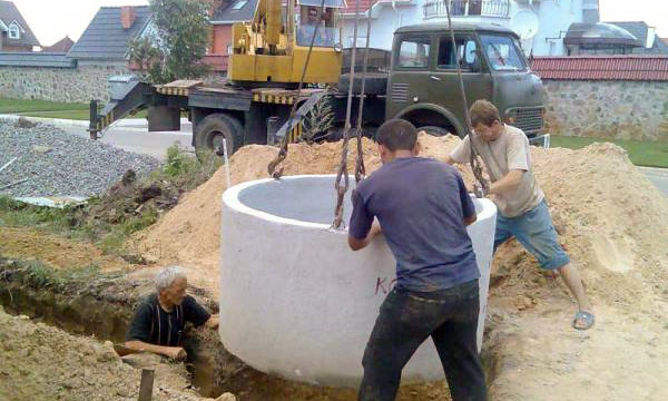 Установка кольца в шахту