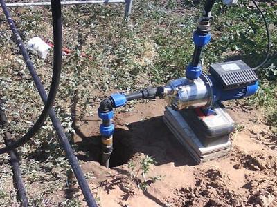Поверхностный скважинный насос используется при глубине скважины не более 9 метров.