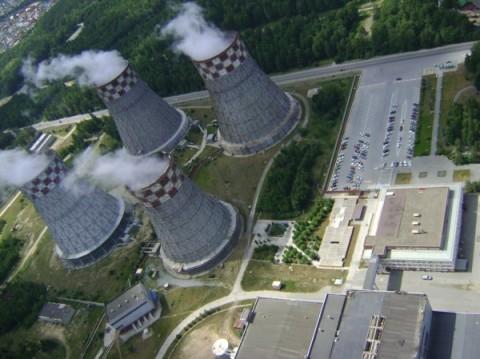 На фото – градирни на территории электростанции