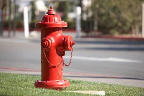 Пожарный гидрант в виде уличной колонки