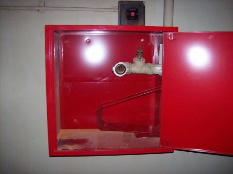 Пожарный стояк в шкафу