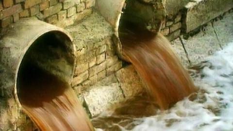 Стоки из городской ливневой канализации