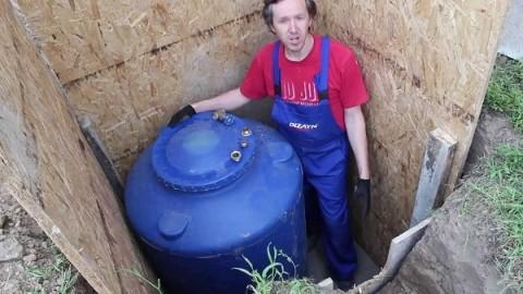 Установка бака в кессоне из водостойких плит