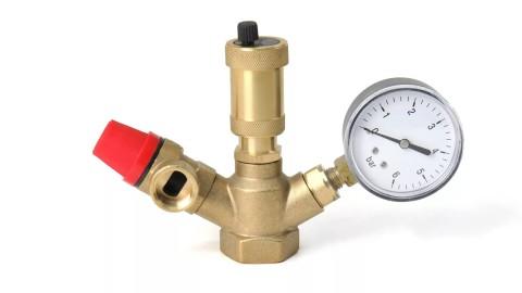 Узел безопасности закрытых систем отопления: предохранительный клапан, манометр и вантуз