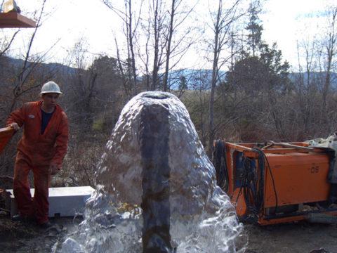 Артезианский источник водоснабжения