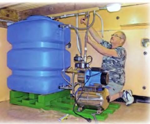 Монтаж водопровода с накопительной емкостью