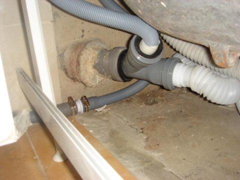 Герметизация соединений сантехнических приборов с канализацией