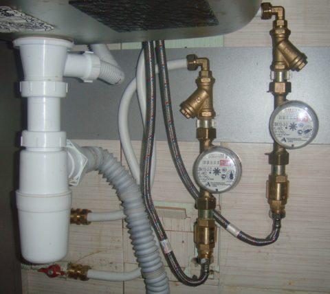Металлопластик на подводках холодной и горячей воды