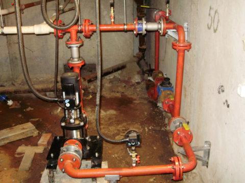 Подкачка поднимает воду на верхние этажи при недостатке давления