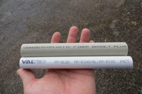 Трубы PN25 с армированием базальтовым волокном (сверху) и алюминием (снизу)