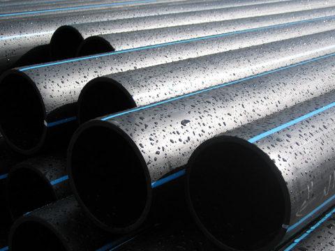 Цвет трубы — черный, с тремя продольными синими полосками