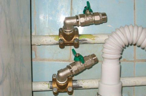 Врезка крана (кранов) в прямой участок стального водопровода