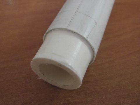 Зачищенная труба: фитинг сваривается с внутренней полипропиленовой оболочкой