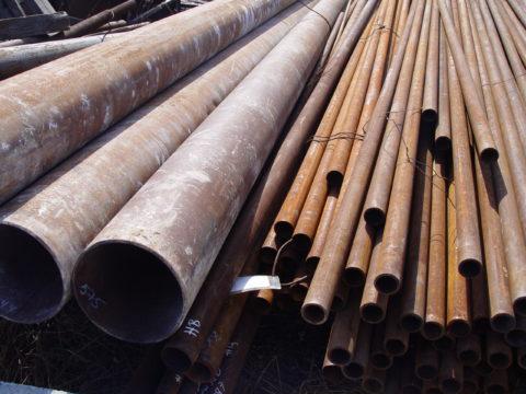 Черные водогазопроводные трубы