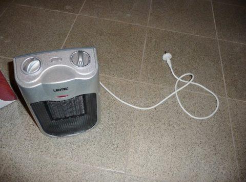 Чтобы восстановить водоснабжение, прогрейте кухню или ванную тепловентилятором