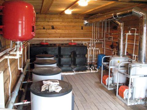 Дизельная котельная: существенная часть объема помещения занята топливными баками