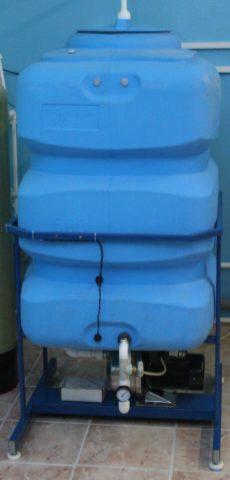 Достаточно большая емкость может несколько дней обеспечивать дом водой