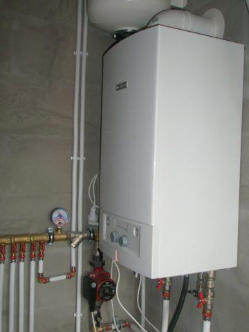 Двухконтурный газовый котел обеспечит дом дешевым отоплением и горячей водой