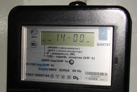 Двухтарифный счетчик раздельно учитывает дневной и ночной расход электроэнергии