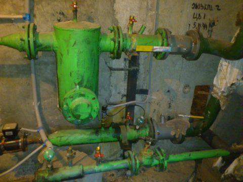 Элеваторный узел в подвале многоквартирного дома
