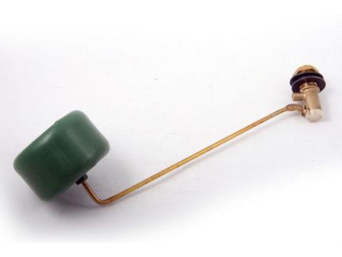 Латунный заливной клапан отвечает за автоматическое наполнение бака