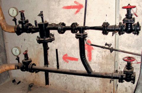 Направление циркуляции воды через элеваторный узел