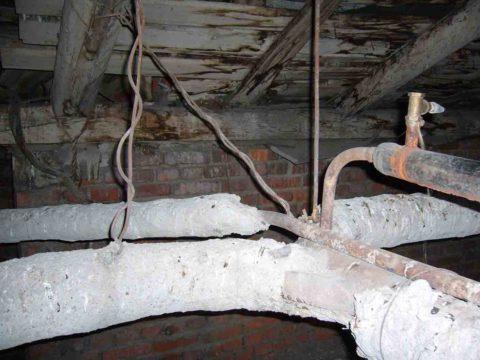 Расширительный бачок и сбросник для стравливания воздуха находятся в верхней точке розлива подачи